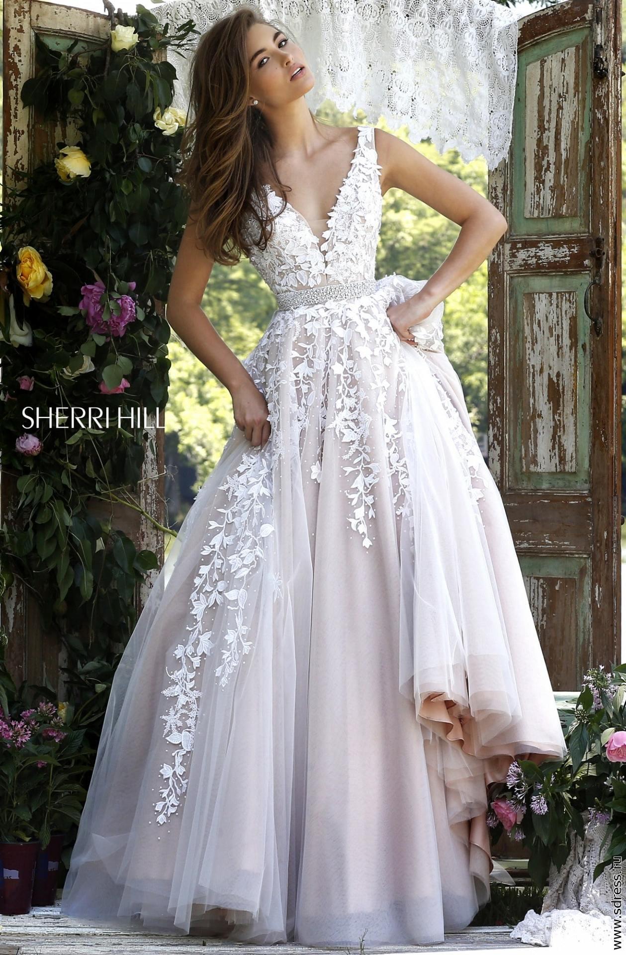 fa960dfe854 Залог - 5000 рублей. 50% для фотосессий. Стоимость на 3 дня - 8 000 р.  Свадебное пышное платье с кристаллами