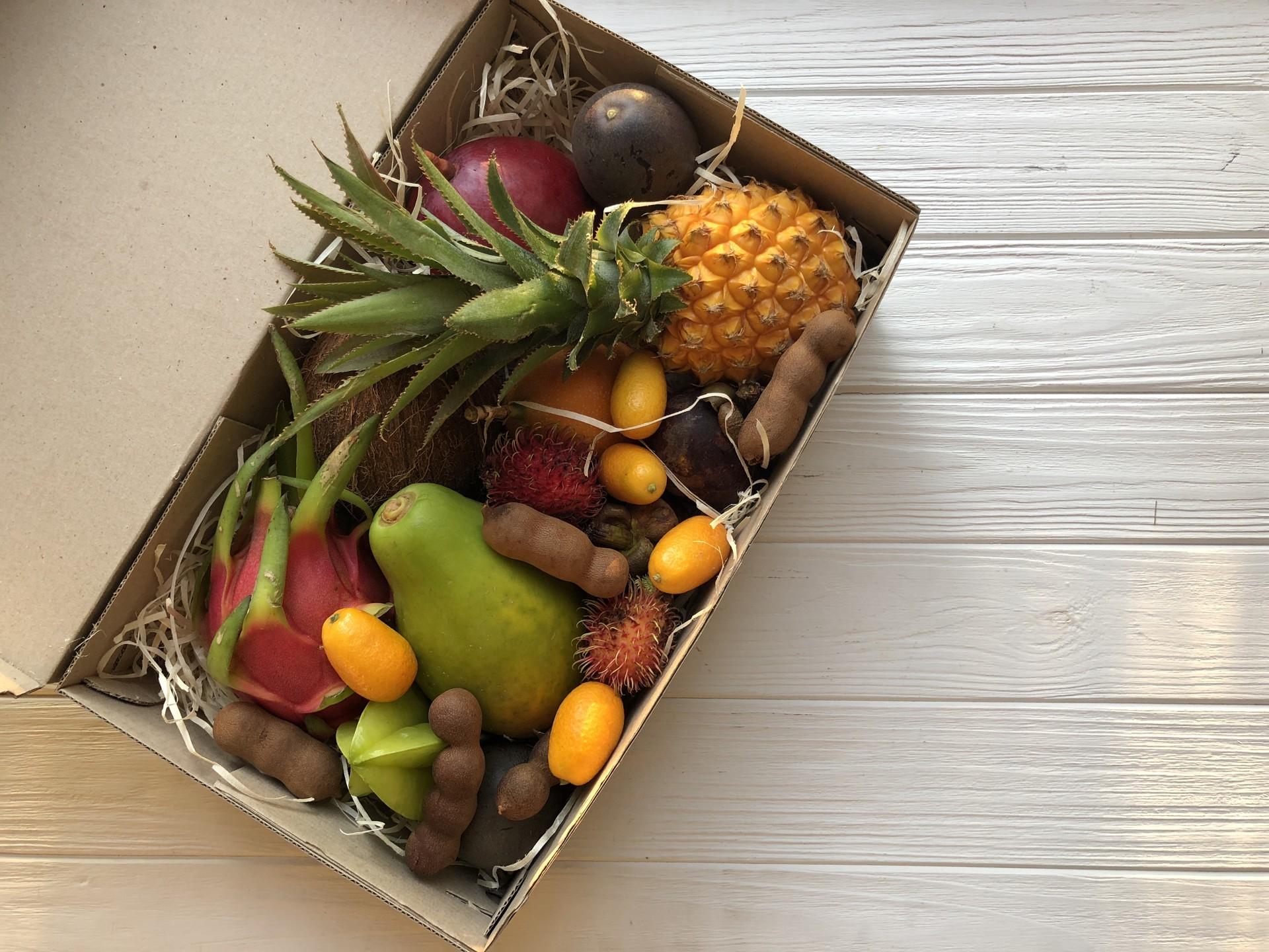 Набор экзотических фруктов подарок